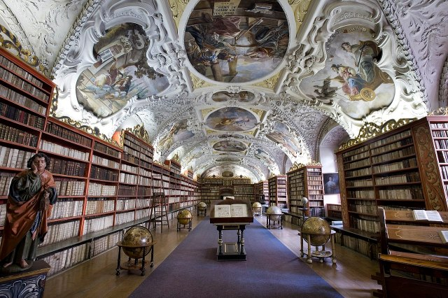 1280px-Strahov_Theological_Hall,_Prague_-_7565